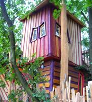 Tree House Adventure night Kulturinsel Einsiedel Bergamo´s Guest Nest